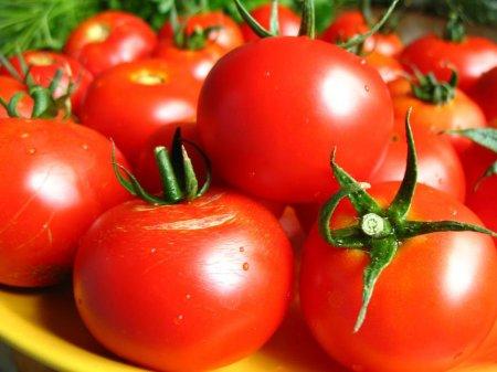 Помидор, кетчуп и томатный сок.